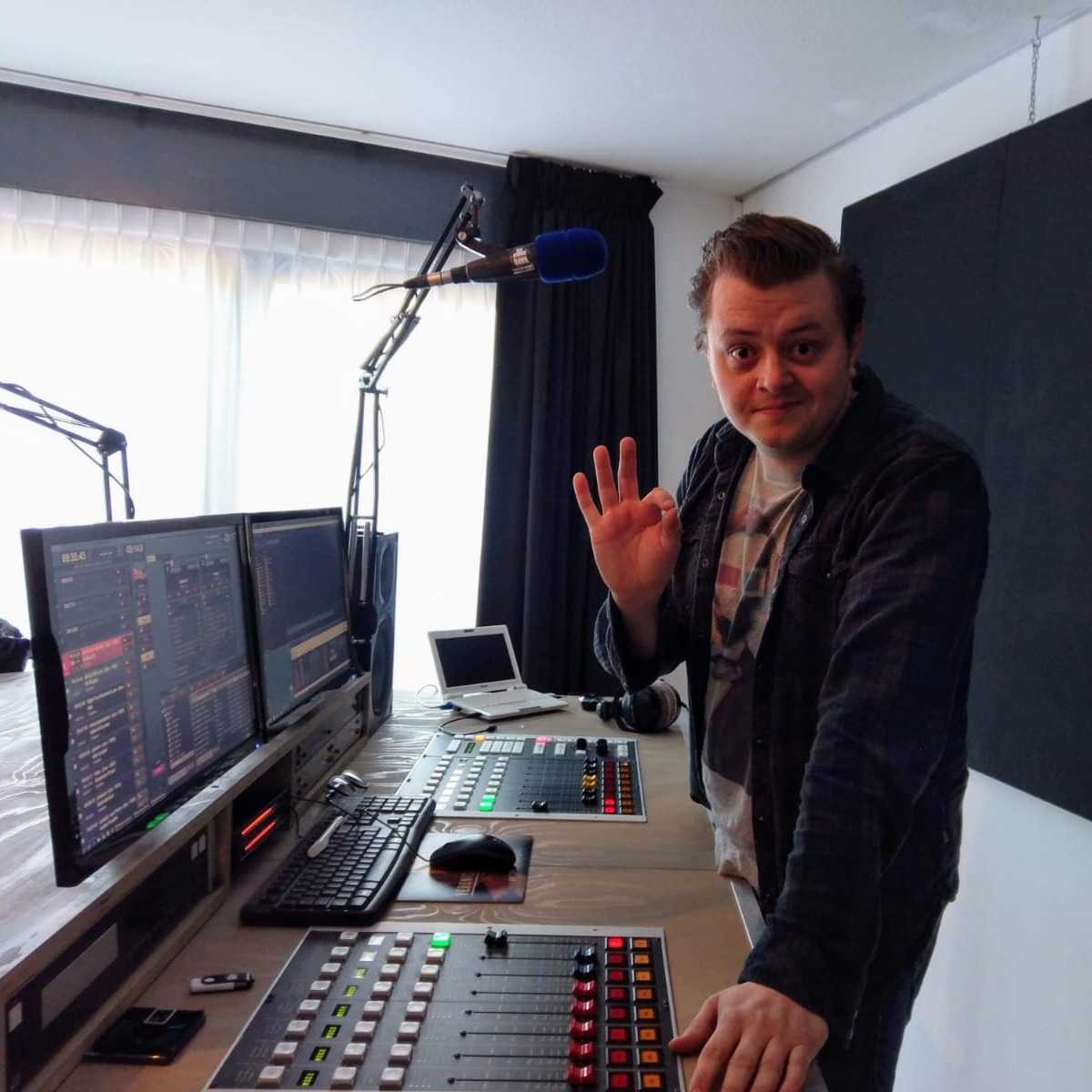 Rob van de radio 3FM in de studio van Dick Klabbers DKstudio